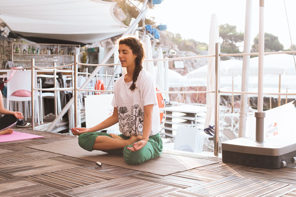 samantha de reviziis yoga